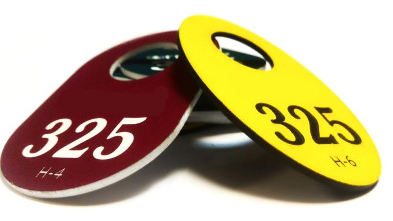 Номерки из двух-слойных пластиков для гравирования